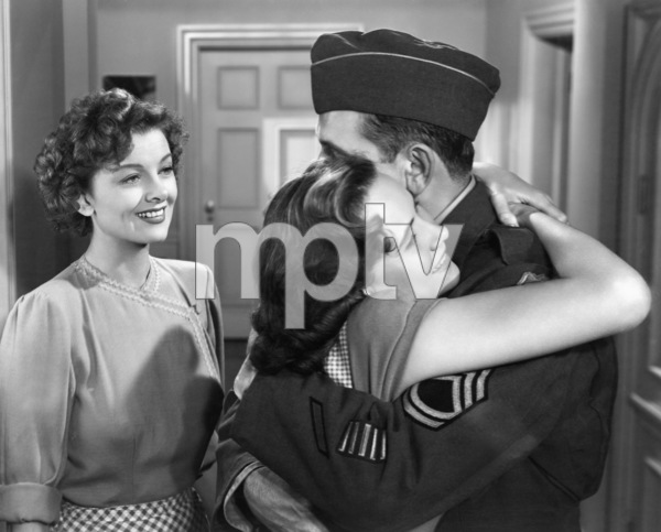 """Fredric March, Teresa Wright and Myrna Loy in """"The Best Years of Our Lives"""" 1946 RKO Radio Pictures** I.V. - Image 24287_0028"""