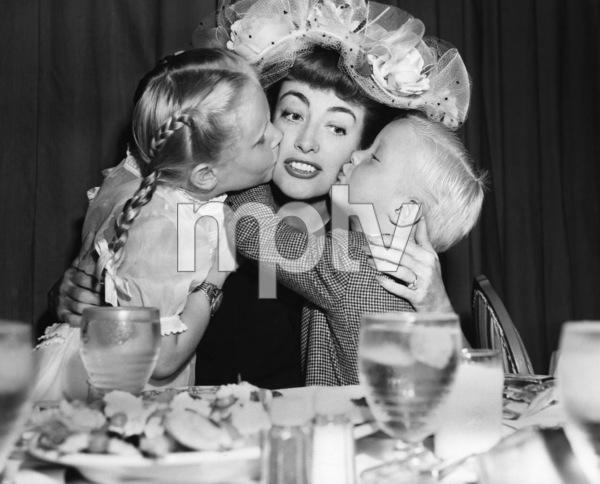Joan Crawford and her children, Christina and Christopher 1947 ** I.V. - Image 24287_0109
