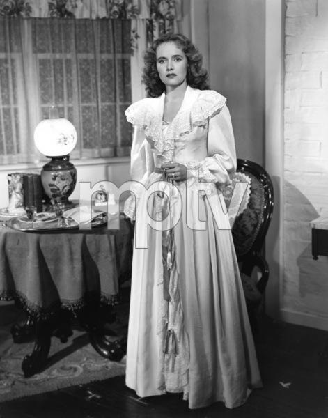 """Teresa Wright in """"Pursued"""" 1947 Warner Brothers ** I.V. - Image 24287_0287"""