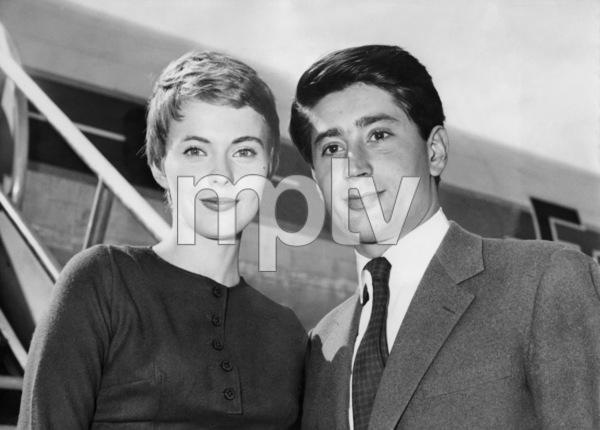 Jean Seberg and husband Francois Moreuil arrive in Paris 09/12/1958 ** I.V. - Image 24287_0302
