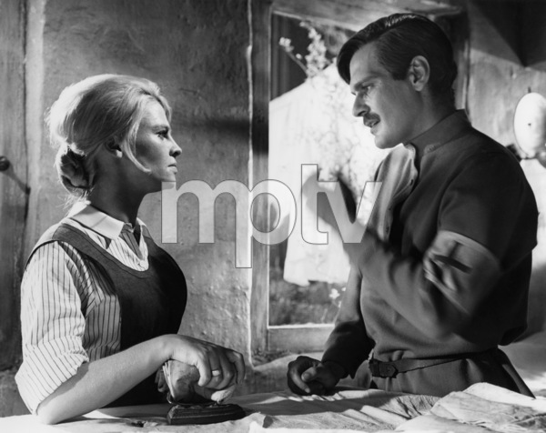 """Julie Christie and Omar Sharif in """"Doctor Zhivago""""1965 MGM** B.D.M. - Image 24293_0007"""