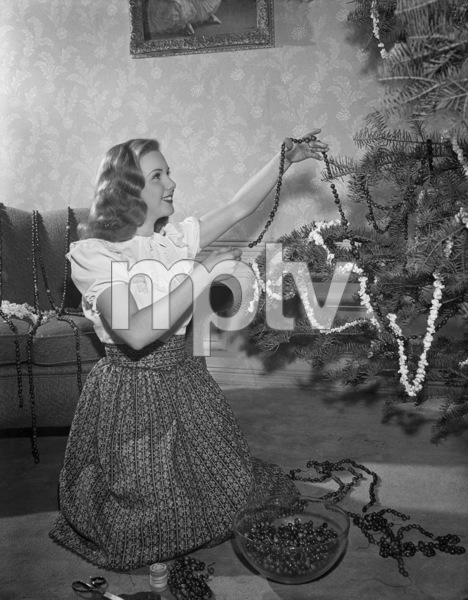 Deanna Durbincirca 1942** B.D.M. - Image 24293_0940