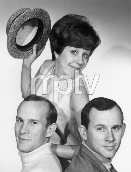 """""""The Smothers Brothers Comedy Hour""""Tom Smothers, Carol Burnett, Dick Smothers1967** B.D.M. - Image 24293_1041"""
