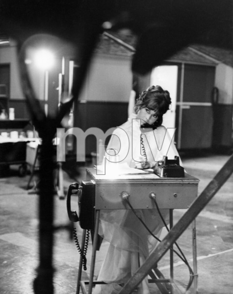 """Jane Fonda on the set of """"Fun with Dick and Jane""""1977 Columbia** B.D.M. - Image 24293_1182"""