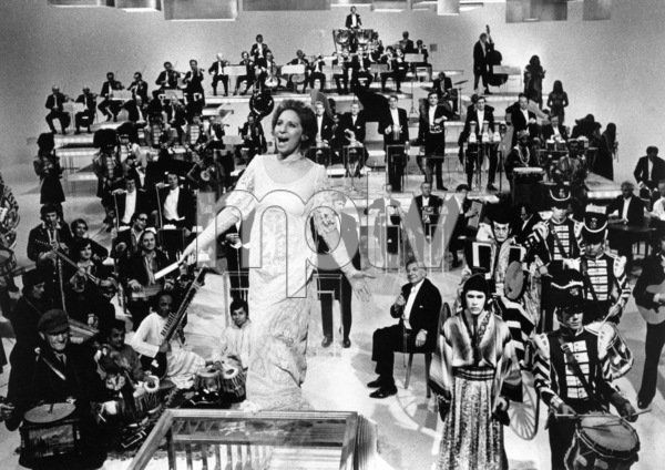 """Barbra Streisand in """"Barbra Streisand and Other Musical Instruments""""1973** B.D.M. - Image 24293_1256"""