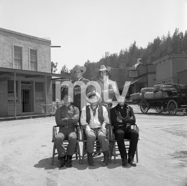 """""""Laredo""""(Front row) Peter Brown, Neville Brand, Robert Wolders (Back row) Philip Carey, William Smith1965** B.D.M. - Image 24293_1456"""