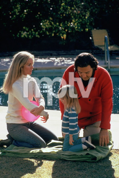 """Tuesday Weld, Jennifer Lesko and director Frank Perry on the set of """"Play It As It Lays""""1972 Universal** B.D.M. - Image 24293_1664"""