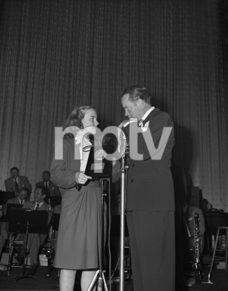 "Bob Hope presents Peggy Ann Garner the Look Magazine Award as the Outstanding Child Actress of 1945 for her performance in ""A Tree Grows in Brooklyn""1946** B.D.M. - Image 24293_1883"