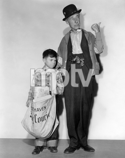 """Percy Kilbride in """"Ma and Pa Kettle Back on the Farm""""1951 Universal** B.D.M. - Image 24293_2150"""