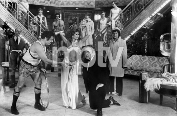 "Front: Jerry Stiller, Rita Moreno, Jack Weston and Kaye Ballard. Back: Paul B. Price, Bessie Love, F. Murray Abraham, Treat Williams, John Everson and Christopher J. Brown in ""The Ritz""1976 Warner Bros.** B.D.M. - Image 24293_2209"