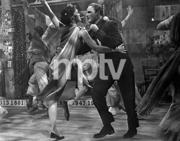 "Larri Thomas and Marlon Brando in ""Guys and Dolls"" 1955 MGM / Samuel Goldwyn ** I.V. - Image 24293_2373"