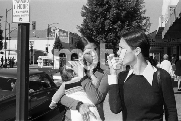 Ali MacGraw and her son Joshuacirca 1971© 1978 Gary Lewis - Image 24300_0573