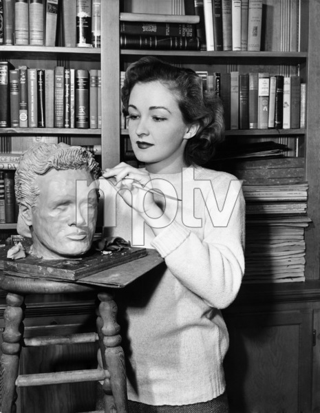 "Nina Foch works on a head of Dick Dickerson during the making of ""My Name Is Julia Ross"" 1945 © 1978 Ned Scott Archive - Image 24327_0015"