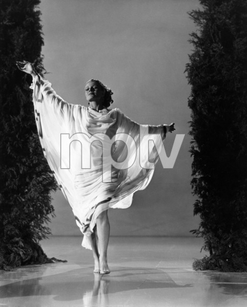 """Rita Hayworth in """"Down to Earth""""1947 Columbia Pictures© 1978 Ned Scott Archive - Image 24327_0050"""