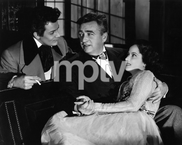 "Cornel Wilde, director Charles Vidor and Merle Oberon in ""A Song to Remember""1945 Columbia Pictures© 1978 Ned Scott Archive - Image 24327_0075"