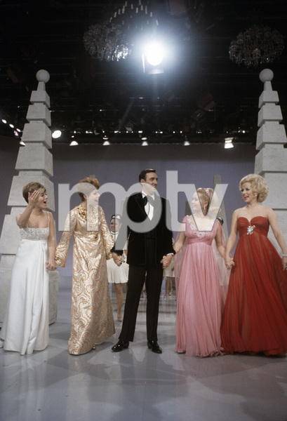 """Jim Nabors Special""Carol Burnett, Mary Costa, Vikki Carr, Jim Nabors, Debbie Reynolds1968© 1978 Richard R. Hewett - Image 24328_0084"