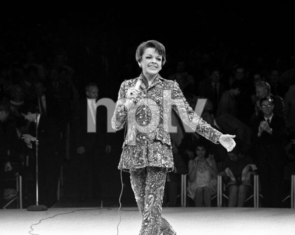 Judy Garland performing at Westbury Music Fair in New York 1967 © 1978 Barry Kramer - Image 24354_0100