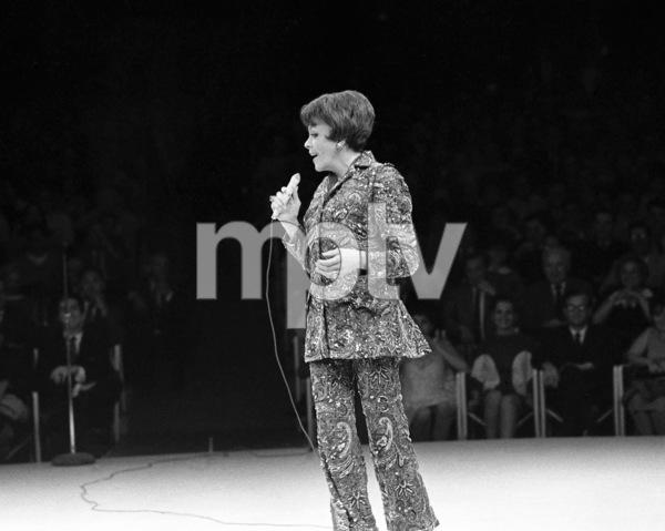 Judy Garland performing at Westbury Music Fair in New York 1967 © 1978 Barry Kramer - Image 24354_0207