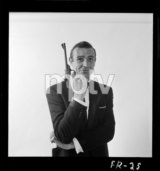 """From Russia with Love"" Sean Connery 1963 ** I.V. - Image 24383_0388"