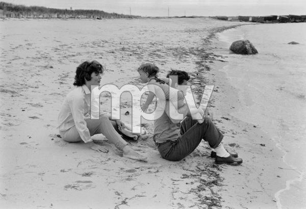 Caroline Kennedy, Jacqueline Kennedy and John F. KennedyAt Hyannis1959 © 2000 Mark Shaw - Image 2554_0054