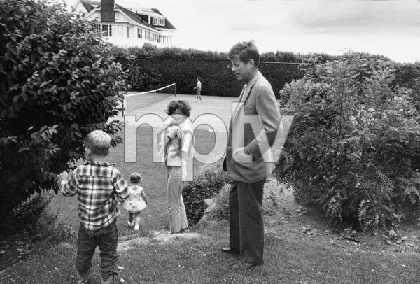 Caroline Kennedy, Jacqueline Kennedy and John F. Kennedy at Hyannis 1959 © 2000 Mark Shaw - Image 2554_0057