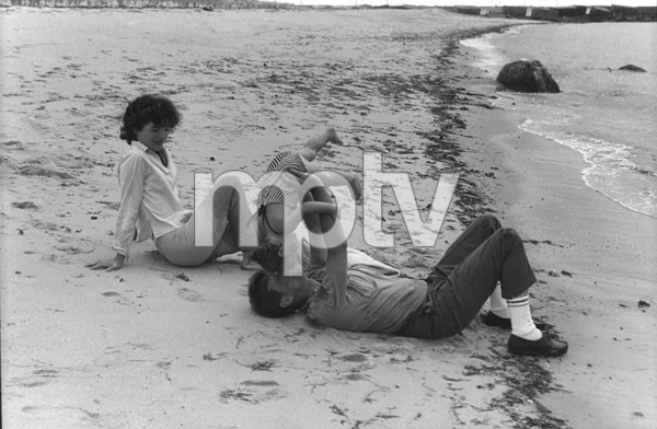 Jacqueline Kennedy, Caroline Kennedy and John F. Kennedy at Hyannis 1959 © 2000 Mark Shaw - Image 2554_0068