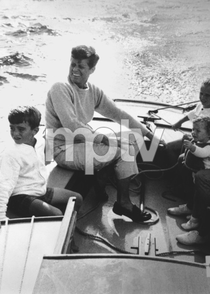 John F. Kennedy with daughter Caroline and cousinsat Nantucket Sound 1959 © 2000 Mark Shaw - Image 2554_0112