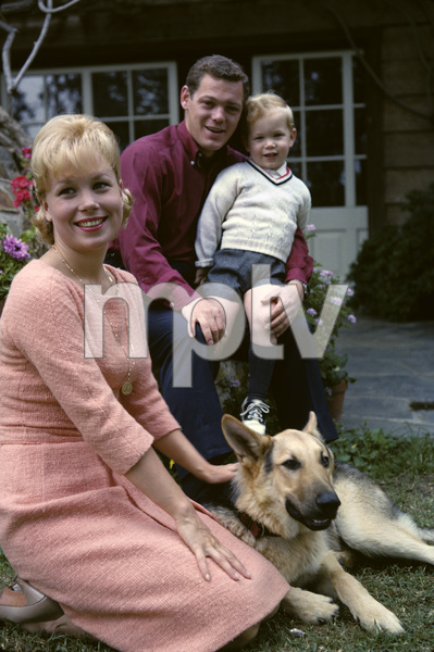 Joyce Bulifant with her son Charles and husband James MacArthur 1963 © 1978 Gene Trindl - Image 2626_0004