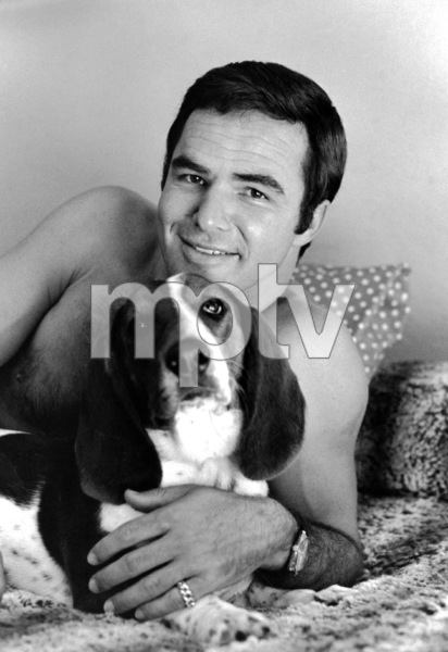 Burt Reynolds, with his dog Bertha, at his Sherman Oaks, CA home1970 © 1978 Gene Trindl - Image 2868_0168