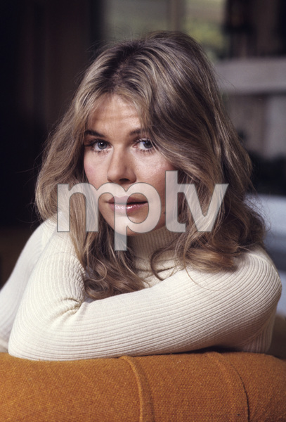 Loretta Swit at home1972© 1978 Gene Trindl - Image 3003_0003