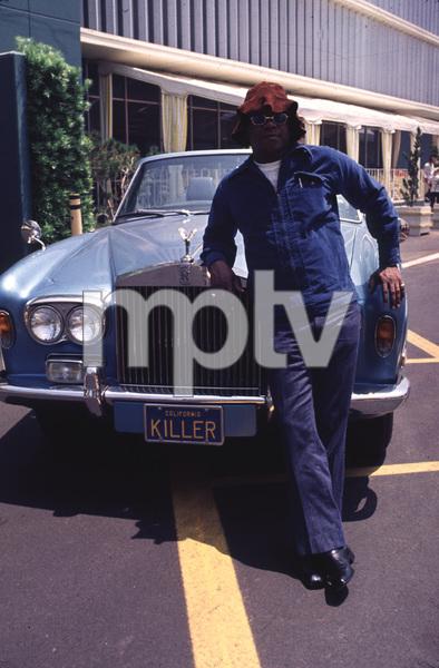 3111-43 FLIP WILSONAND HIS 1972 ROLLS ROYCE © 1978 BRUCE McBROOM / MPTV - Image 3111_43