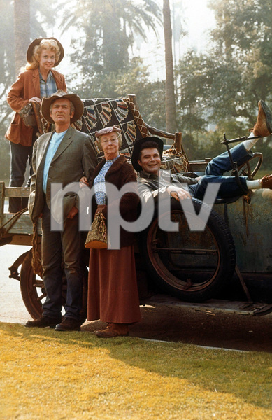 """Beverly Hillbillies, The""Buddy Ebsen, Irene Ryan, Donna Douglas, Max Baer Jr.1964 CBSPhoto by Gabi RonaMPTV - Image 3265_0058"