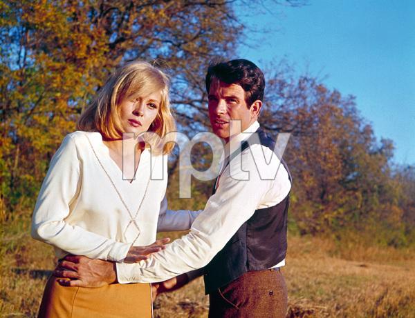 """Bonnie and Clyde""Faye Dunaway and Warren Beatty1967 Warner Bros. © 1978 David Sutton - Image 3314_0155"