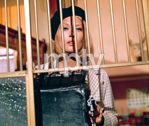 """Bonnie and Clyde""Faye Dunaway1967 Warner Bros. © 1978 David Sutton - Image 3314_0159"