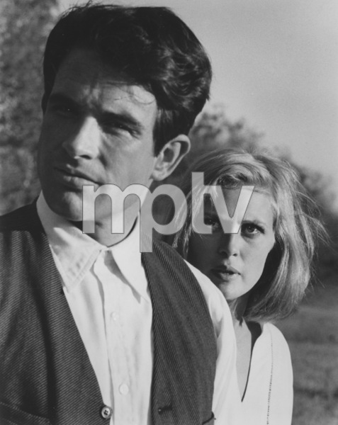 """""""Bonnie and Clyde""""Faye Dunaway and Warren Beatty1967 Warner Bros. - Image 3314_0171"""