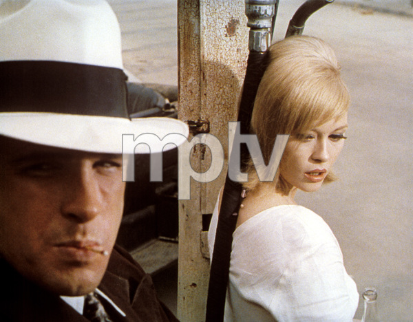 """Bonnie and Clyde"" Faye Dunaway, Warren Beatty 1967 Warner Brothers ** I.V. - Image 3314_0334"