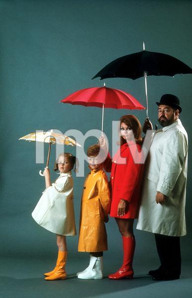 """""""Family Affair"""" Anissa Jones, Johnny Whitaker, Kathy Garver, Sebastian Cabot July 1968 CBS © 1978 Gene Trindl MPTV - Image 3423_0021"""