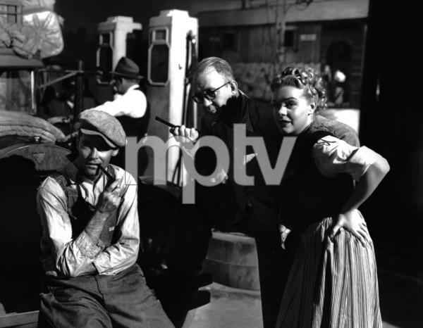 """The Grapes of Wrath""Henry Fonda, Director John Ford, Dorris Bowdon1940 20th Century Fox** I.V. - Image 3463_0128"