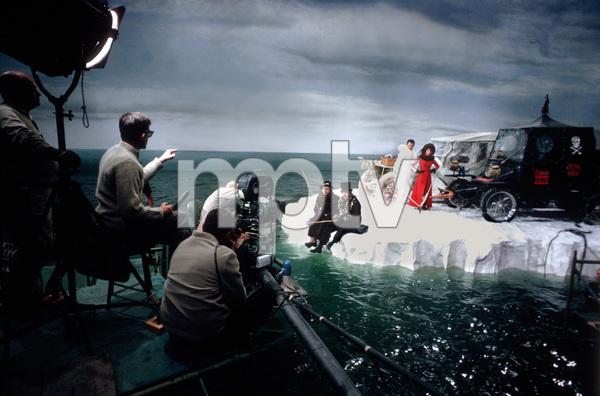"""The Great Race""Director Blake Edwards, Peter Falk, Jack Lemmon, Tony Curtis, Natalie Wood1964 Warner Brothers © 1978 Bob Willoughby - Image 3467_0414"