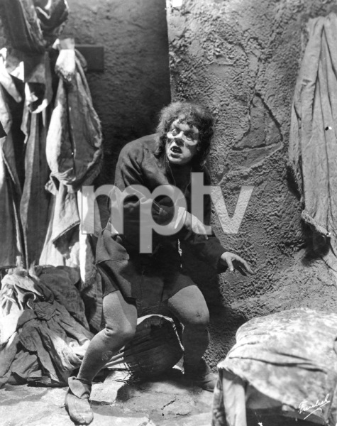 """The Hunchback of Notre Dame""Lon Chaney1923 UniversalPhoto by Freulich**I.V. - Image 3494_0004"