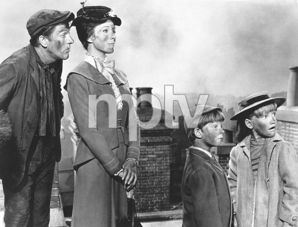 Julie Andrews, Dick Van Dyke,  MARY POPPINS, Disney, 1964, I.V. - Image 3581_0029