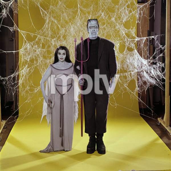 """The Munsters""Yvonne De Carlo, Fred Gwynne1964© 1978 Gene Trindl - Image 3600_0144"