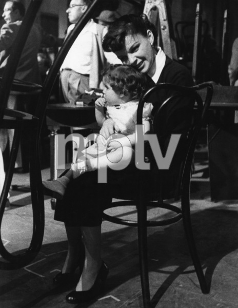 """A Star Is Born""Judy Garland and Lorna Luft on the set1954© 1978 Sanford Roth / A.M.P.A.S. - Image 3747_0147"