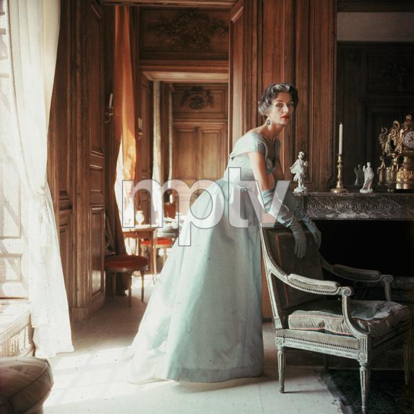 Jane Sprague wearing Jacques Fath1953 © 2008 Mark Shaw - Image 3956_1015