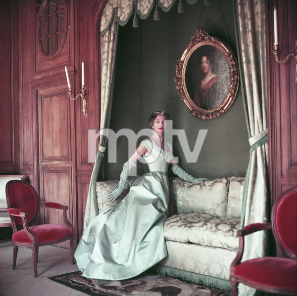Jane Sprague wearing Jacques Fath 1953 © 2008 Mark Shaw  - Image 3956_1016