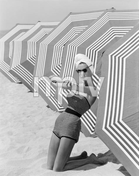 Fashion model1953© 1978 John Engstead - Image 3956_1250