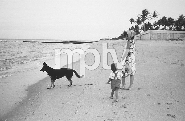 Jacqueline Kennedy and John Kennedy Jr. at Palm Beach1963 © 2000 Mark Shaw - Image 4027_0082