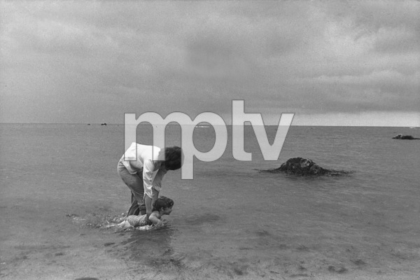 Jacqueline Kennedy and Caroline Kennedy at Hyannis Port 1959 © 2000 Mark Shaw - Image 4027_0093