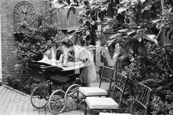 Jacqueline Kennedy and daughter Caroline at their Georgetown home1959© 2012 Mark Shaw - Image 4027_0161