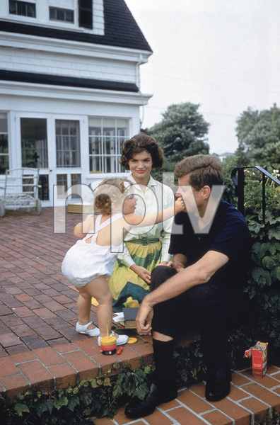 Caroline Kennedy, John F. Kennedy and Jacqueline Kennedy at Hyannis Port1959© 2012 Mark Shaw - Image 4027_0186